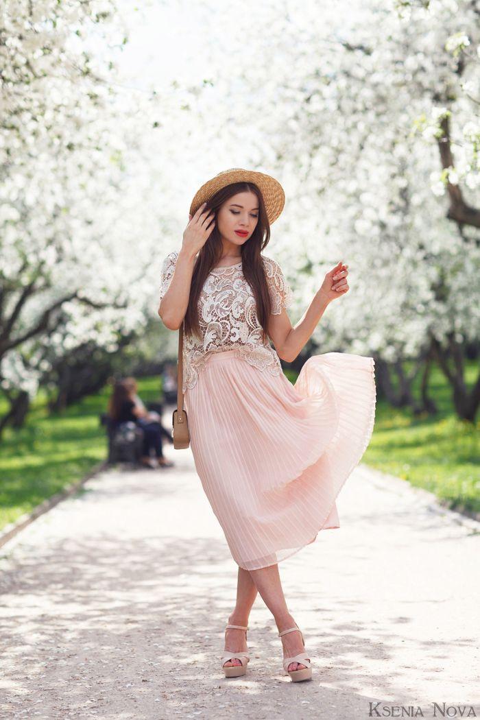 Романтическое кружево. Зачем носить женственные наряды?
