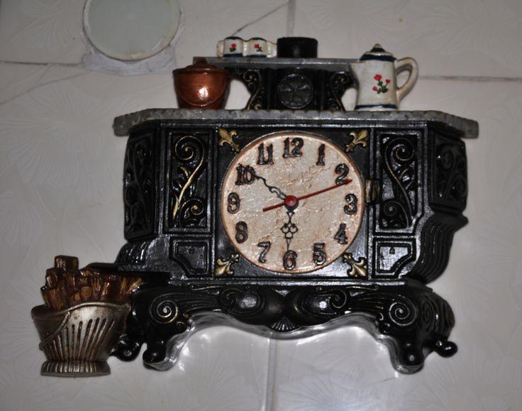 Reloj de resina pintado con acrilicos
