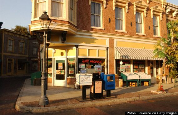 Gilmore Girls * Stars Hollow is based on a charming little town called Washington Depot * Connecticut