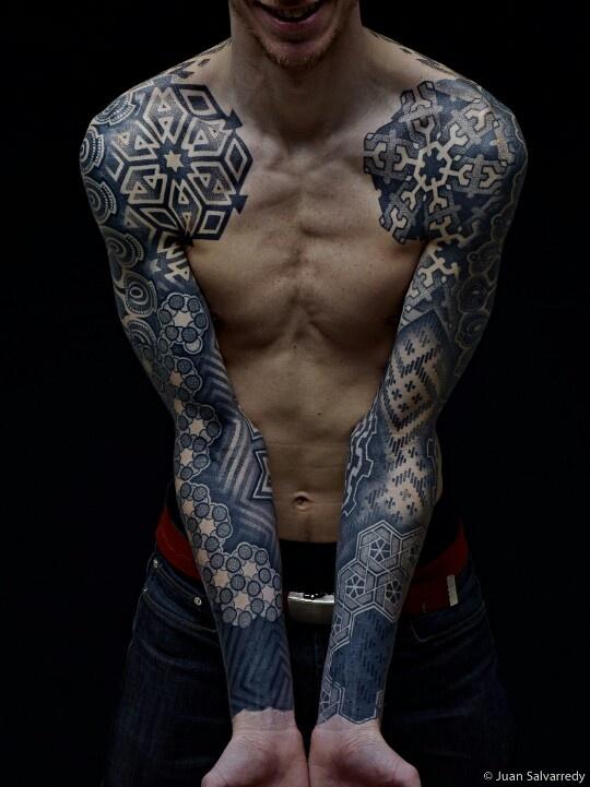 Right shoulder, geometric design wooooo want it!!!!