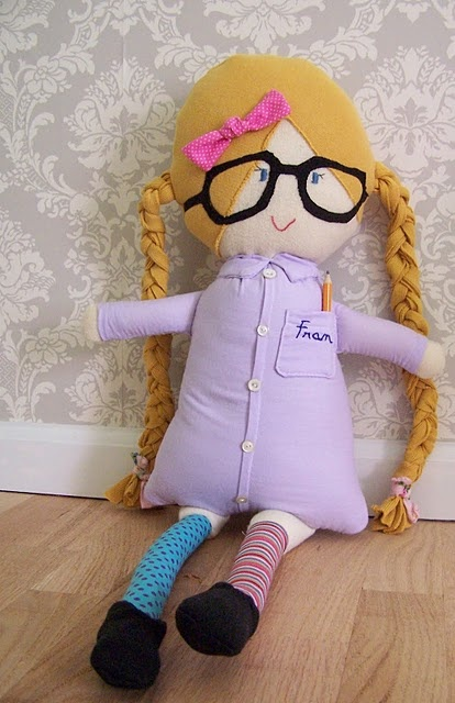 I love homemade dolls in general, but this one is uh-dor-a-bull!!