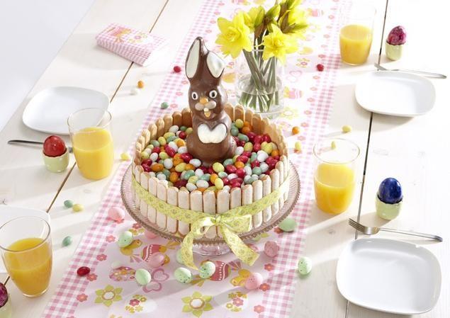 Wolken Paastaart                              -                                  Deze paastaart van Wolken vanille cake staat heel feestelijk op de paastafel. Je bestrijkt de taart met passievruchten room en versiert deze met paaseitjes en een chocolade paashaas. De mooie taartrand van lange vingers maak je helemaal af als je er een m