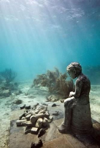 Ruinas egipcias bajo el agua, invariable de originalidad