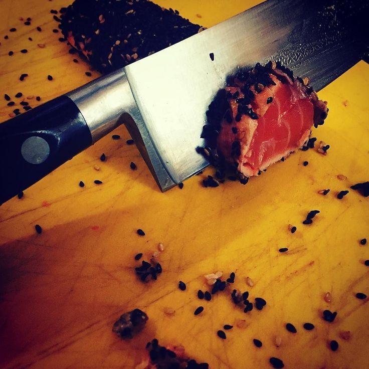 La simpleza de utilizar las técnicas adecuadamente   #food #foodporn #yum #instafood #yummy #amazing #instagood #photooftheday #lunch  #tasty #food #delish #delicious #eating #foodpic  #eat #hungry #foodgasm  #foods #hungry #truecook #chef #cheflive #picoftheday #tataki #sushiman #chefslife ##chefstyle #cook  #soja #knife @gardencaffebcn by scopety