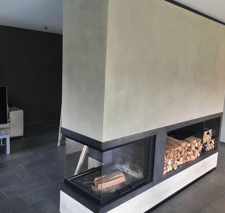 """Seit April vertreiben wir neben Béton Ciré auch die hochwertigen KalkMarmorputze der Firma Frescolori. Und hier das erste Projektfoto: Frescolori """"Marroc"""" - geglättet und wachspoliert, für eine herrlich glatte und samtige Oberfläche. Danke an www.krista.at #frescolori #adieutristesse #kalkmarmorputz #designoberflächen #betonlook #betonoptik #kaminverkleidung"""