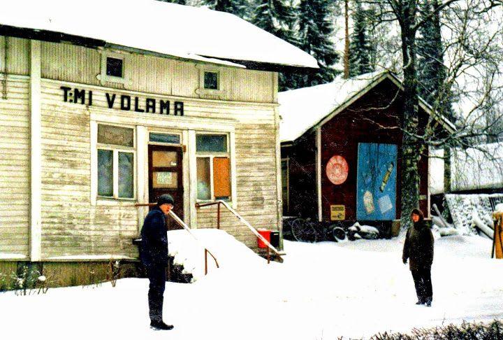Ähtärin historiaa - Volaman Dimitrin kauppa edusti Ähtärin liiketoimintaa. Kauppa oli erittäin suosittu.  Nykyään se on purettu.