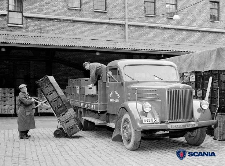 Loading a Scania-Vabis L 43 beer truck in Stockholm, 1954.