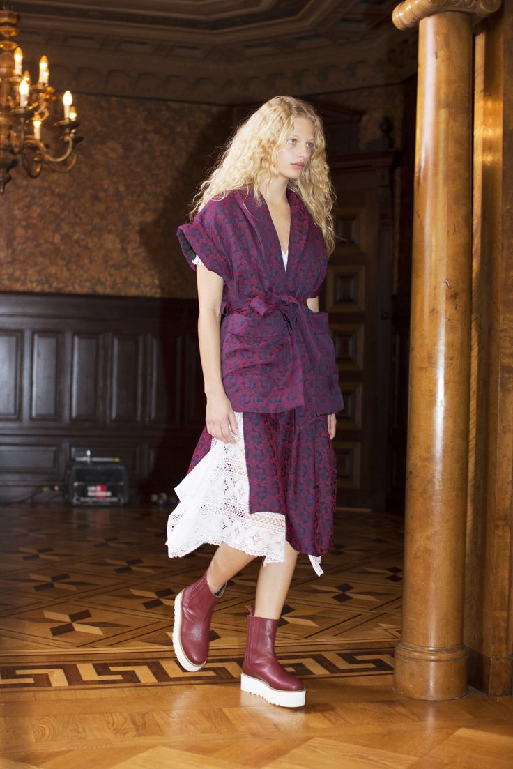 Rodebjer FW16: Jacket Eddie Navy/Wine, Dress Ranaja Lace White, Shoes Mary Wine.