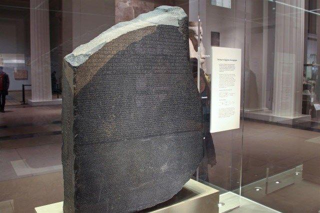 Pedra de Roseta: a chave que desvendou os segredos da civilização egípcia