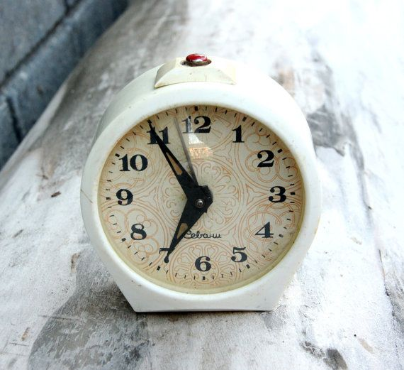 Vintage retro decor collectible clock 70s alarm clock Mechanical clock Soviet alarm clock Soviet clock Retro Alarm Clock Retro Clock NOT WORKING Please refer to photos for details of condition.It would make a great conversation piece for vintage or antique or farmhouse décor. Made in USSR 1970s Measurements diameter 3.7 inch ( 9.5 cm )  weight - 0.5kg     note The color on the pictures may vary due to monitor settings and light reflections.   We appreciate your patience.  Thank you so much…