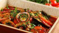 Аджапсандал – одно из вкуснейших блюд кавказской кухни. Если вы любите блюда из баклажанов, этот рецепт для вас! Настоящий овощной аджапсандал готовится с добавлением помидоров, болгарского перца и грибов и запекается в духовке. Овощи с грибами – всегда хорошее сочетание, а если добавить к ним немного ароматной приправы Кнорр «Укроп, петрушка и овощи», ваш аджапсандал покорит всех. .