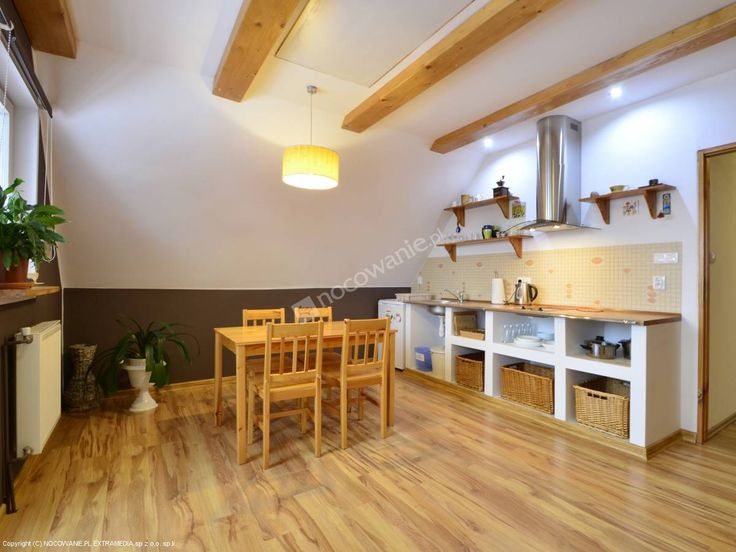 Serdecznie zapraszamy do skorzystania ze sprawdzwonej oferty noclegowej w miejscowości Janowice Wielkie w malowniczych Rudawach Janowickich. Więcej: http://www.nocowanie.pl/noclegi/karpacz/apartamenty/142780/