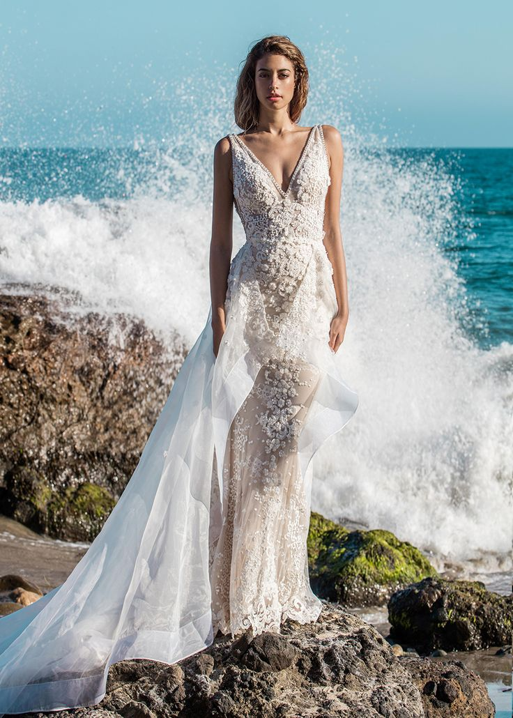We're in LOVE with this stunning Calla Blanche beach bride dress