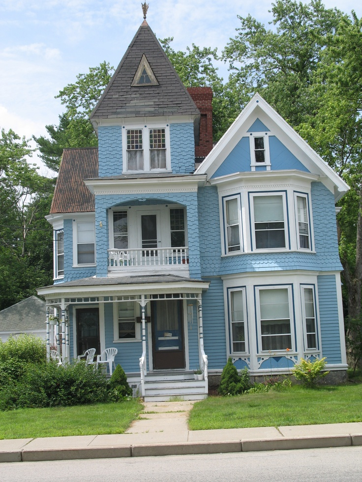 124 best images about big blue house on pinterest queen for Big cute houses