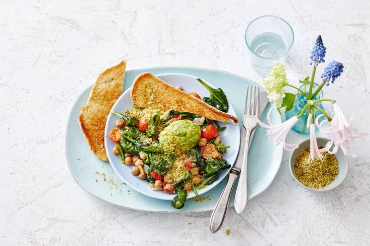 Verras het thuisfront met een origineel ontbijtje op bed, dat ook nog eens goed voor ze is - Recept - Allerhande