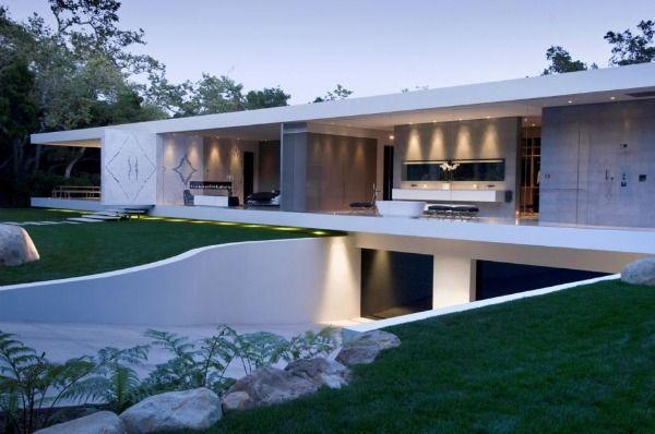 Modernes Luxusglas ummauerte Haus