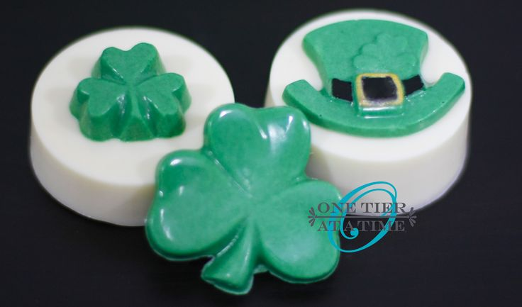 St. Patrick's Day chocolate covered oreas with chocolate accents