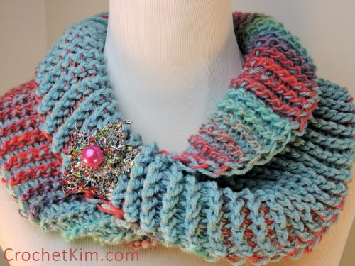 "Dueling Colors Cowl - free Tunisian crochet Pattern (using 8mm double ended 10"" hook) by Kim Guzman / CrochetKim."