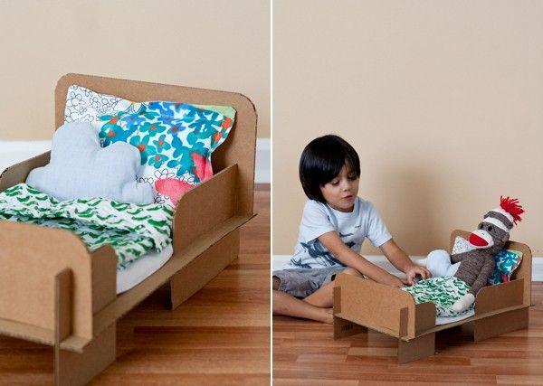 Игрушки из картона - кроватка для любимой куклы