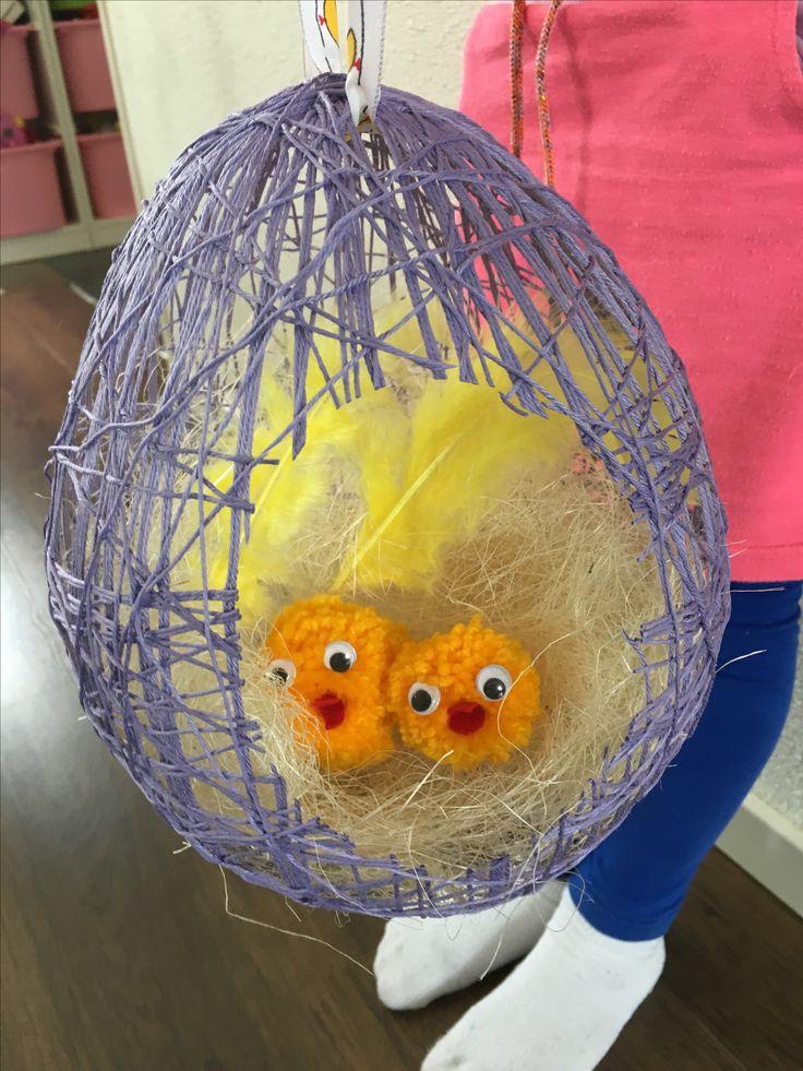 Leuk Paasei met twee kuikentjes Nodig: Ballon lijm garen