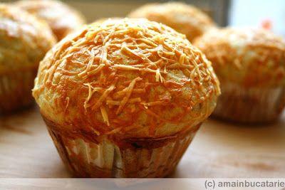 Ama in bucatarie: Muffins cu usturoi si parmezan