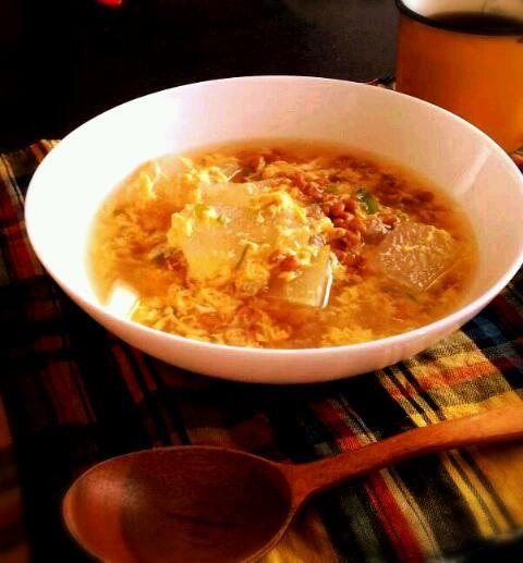 大量の冬瓜の使い道を開拓中です - 5件のもぐもぐ - 納豆と冬瓜のふわとろ中華スープ by hasepichi