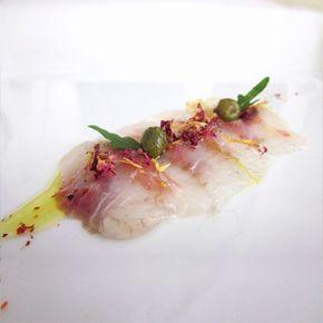 Come realizzare un perfetto carpaccio di spigola marinata con tutti i segreti dello chef di Fresco Pesce!