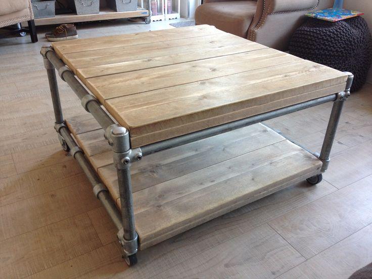 Mooi afgewerkte #salontafel met #zwenkwielen