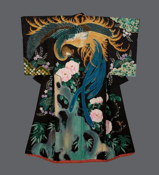 Taisho uchikake. Taisho period (1912-1926), Japan. The Kimono Gallery. A vivid and remarkable silk wedding kimono featuring a masterful depiction of a phoenix, paulownia and peony flowers. The patterning technique is yuzen on a smooth, plain-spun high quality silk. The phoenix and the paulownia are intimately associated in Japanese legend – the phoenix will only alight on the branches of this tree.