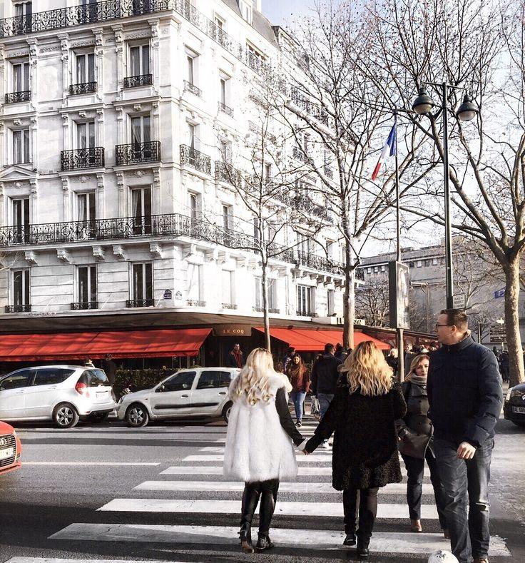 Paris streets - friendship goals