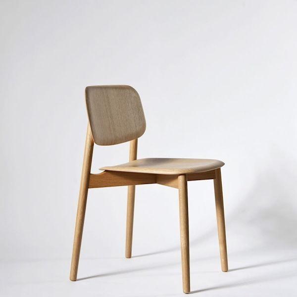 SOFT EDGE by HAY. Stackable chair available in wood or metal timber. La chaise empilable SOFT EDGE par HAY. Disponible en 2 version: bois ou bois métal.