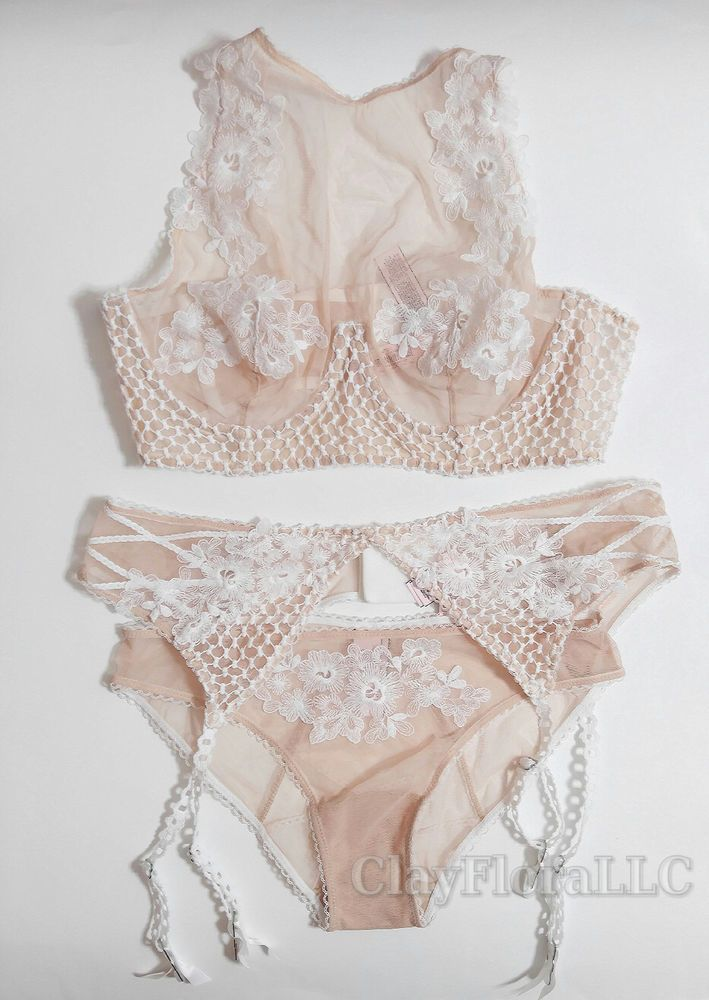 45dc5772f83 Victoria s Secret Dream Angels Embroidered High-neck Bra set white ivory  garter