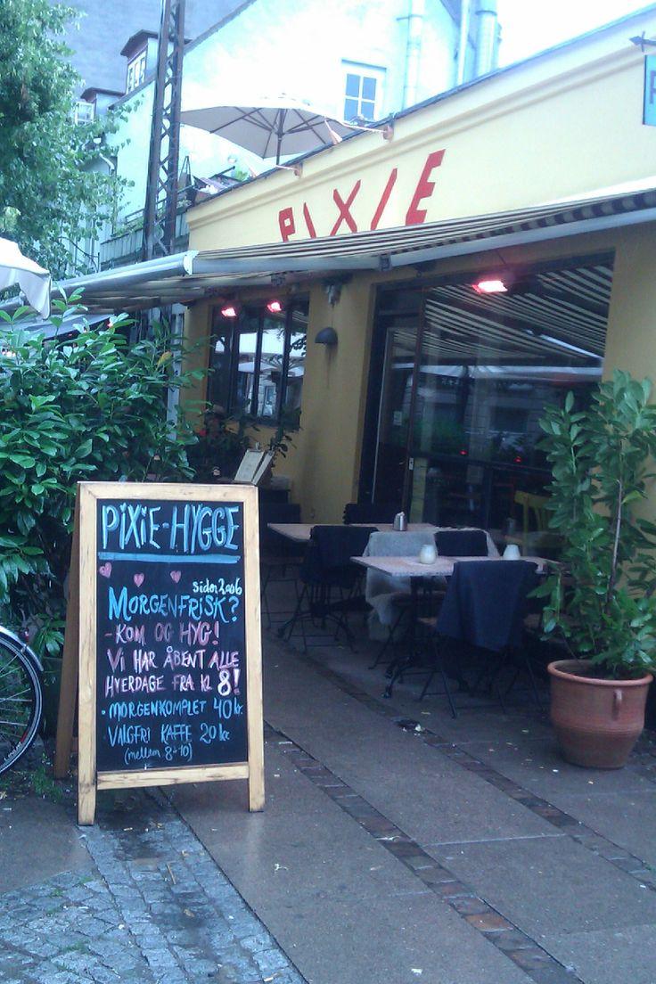 Café Pixie. En hyggelig indrettet cafe med gårdhave og rum for børn.