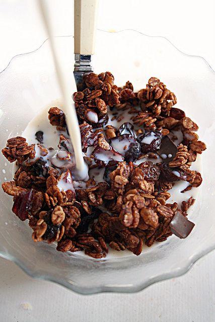 Granola tout chocolat (et fruits séchés)