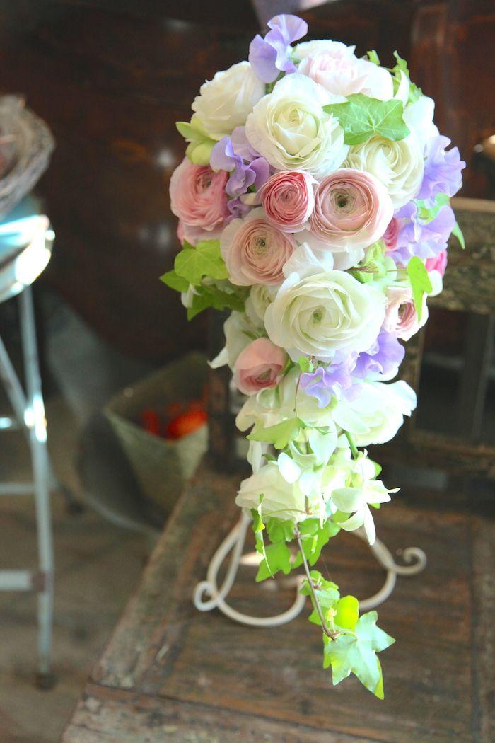 春のブーケ/キャスケードブーケ/ラナンキュラス/花どうらく/ブーケ/http://www.hanadouraku.com/bouquet/wedding/