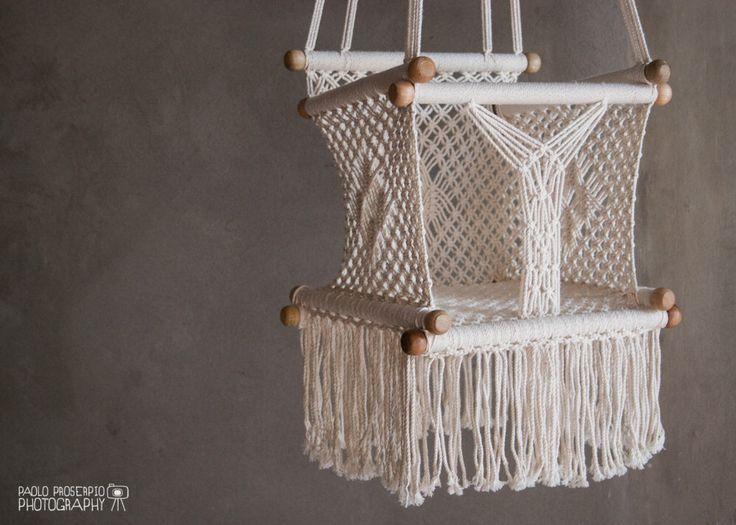 Siège balançoire pour bébé | Au crochet | Coton doux | Ecru-crème par HangAHammock sur Etsy https://www.etsy.com/fr/listing/166429155/siege-balancoire-pour-bebe-o-au-crochet