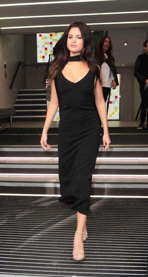 Cool Selena Gomez Black Dress 2017-2018 Check more at http://24myfashion.com/2016/selena-gomez-black-dress-2017-2018/
