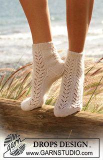 """DROPS sokken met ajourmotief van DROPS """"Alpaca"""" ~ DROPS Design"""