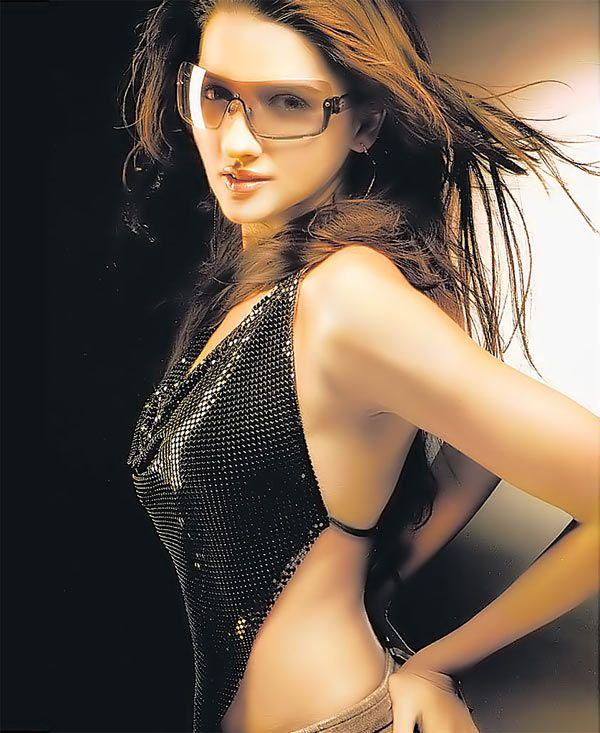 Shruti Seth | DOB: 18-Dec-1977 | Mumbai, Maharashtra | Occupation: Actress (Film & TV), Model, VJ | #birthday #december #cinema #movies #cineresearch #entertainment #fashion
