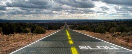 Sostituire le strade asfaltate con dei pannelli solari per sfruttare l'energia inesauribile e gratuita del sole per illuminare le strade e far sciogliere la neve.