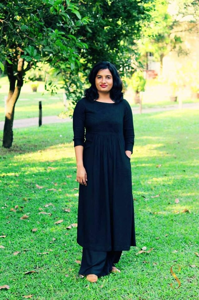 Lis Joseph rocks this black ensemble from Rumi's garden. A pair of nude ballet flats peeps out from under the hem to complement the all black look. With minimal makeup and no fringe accessories, all she needs is her fresh, glowing face to carry off this look with aplomb!  #Mantra #Rumisgarden #ShaliniJamesforLiva #Liva#LisJoseph