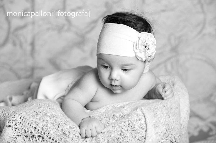 istantanee d'amore  monicapalloni [fotografa] #love #amore #baby #girl #fiorellino #littlegirl #newlife #neonata #rose #biancoenero #blackandwhite #photographer #foto #photo #fotografa #monicapalloni #monicapallonifotografa