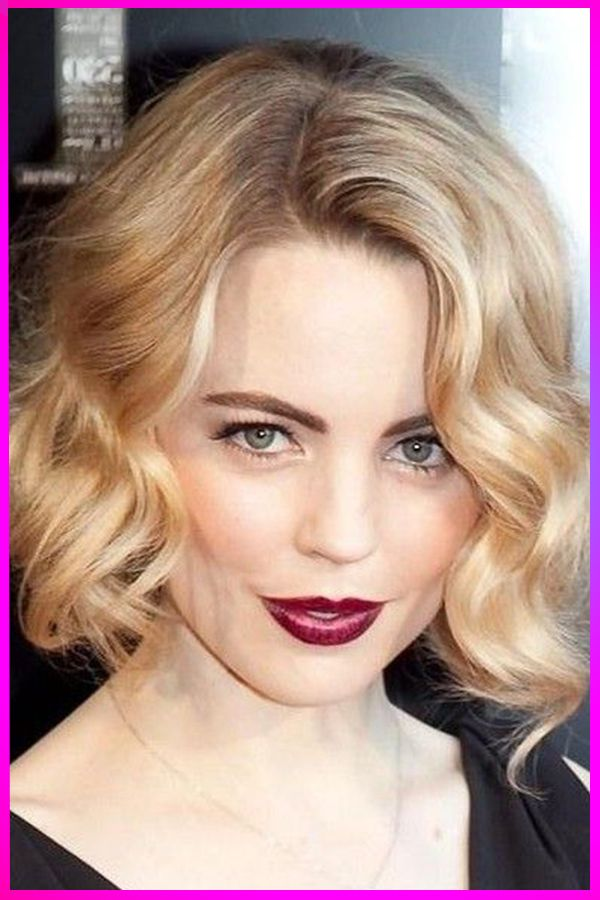 Hottest Short Layered Hairstyles And Makeup Ideas For Womens With Round Face In 2020 In 2020 Medium Hair Styles Curly Bob Hairstyles Short Wavy Hair