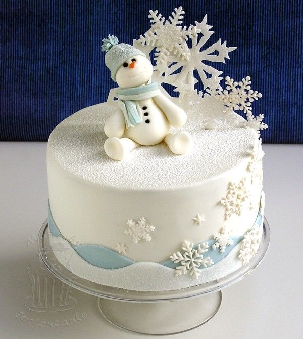 Snowman out of modelling fondant, snowflakes out of gumpaste.   I cut the big snowflakes with my cricut, the other snowflakes are made with pme cutters and jem cutters.  http://tortentante.blogspot.de/2012/12/Wintertorte-mit-Schneemann-und-Schneeflocken.html