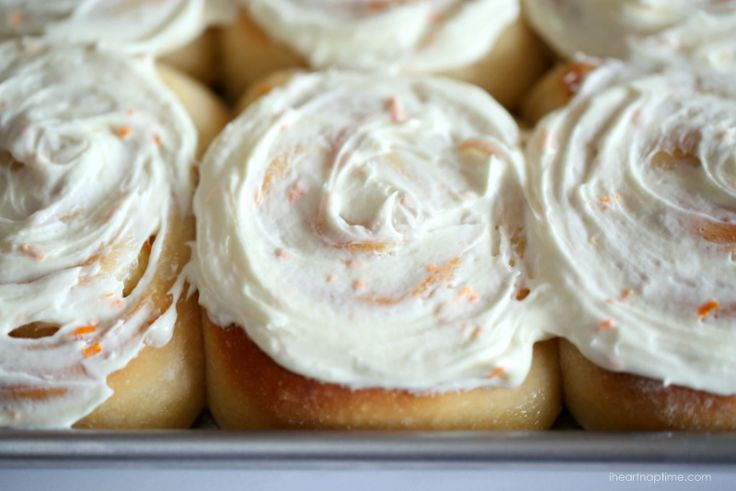 The BEST orange sweet rolls with orange butter cream frosting...perfect for Christmas morning! @Jamielyn {iheartnaptime.net}