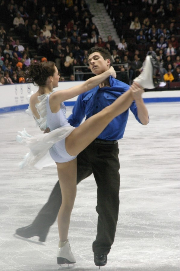 Canadian figure skaters and Olympic champions Tessa Virtue and Scott Moir perform an ice dance spin in competition #sports #skating