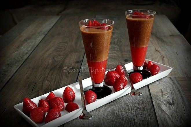 Αφράτη μους σοκολάτας με σιρόπι φράουλας, μια μοναδική γευστική εμπειρία!
