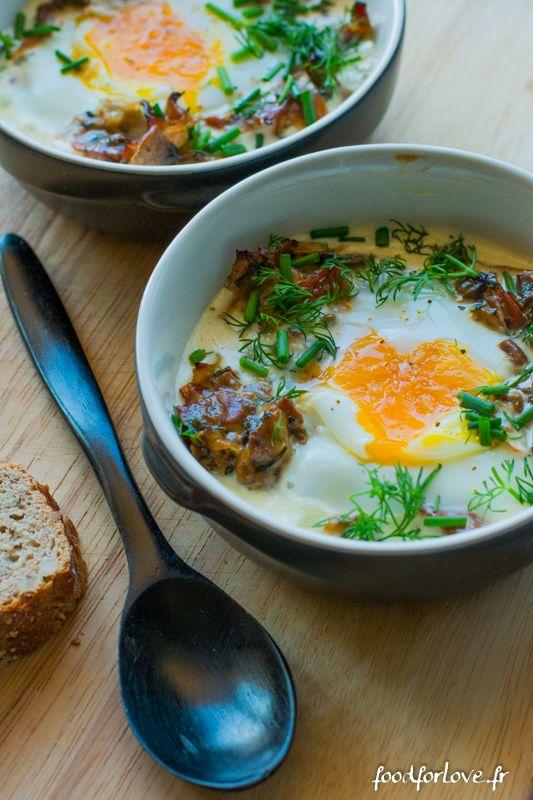 Les œufs cocotte, c'est la comfort food du brunch. Ça se mange à la cuillère, on y trempe du pain. Il y a quelque chose d'enfantin dans ce plat. Ça se décl
