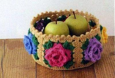 LE GATTE COI TACCHI: Schema cestino con fiori all'uncinetto