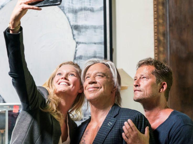 """Ihre Ode an Berlin ist endlich fertig: Til Schweiger, Mickey Rourke und Toni Garrn haben gemeinsam den Drehschluss von """"Berlin, I Love You"""" gefeiert. Nachdem bereits Paris und New York ein Spielfilm gewidmet wurde, ist nun auch die filmische Liebeserklärung an die deutsche Hauptstadt..."""